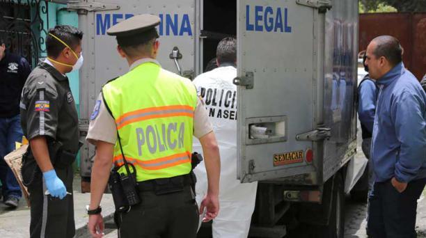 Al lugar llegó personal de Criminalística y de la Dirección Nacional de Muertes Violentas (Dinased). Foto: Alfredo Lagla / EL COMERCIO