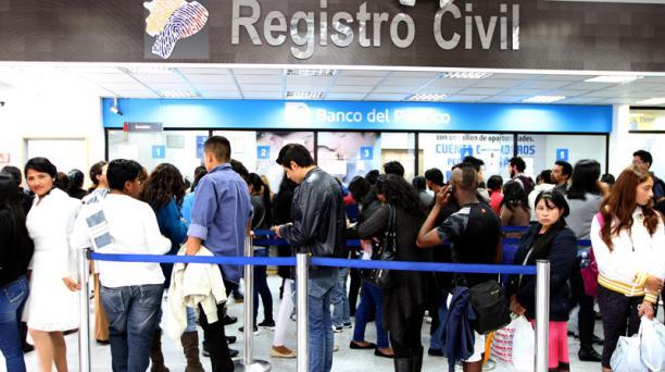 El Registro Civil atenderá hasta las 18:00 de este sábado 18 de febrero y mañana domingo hasta las 15:00. Foto: Eduardo Terán / EL COMERCIO