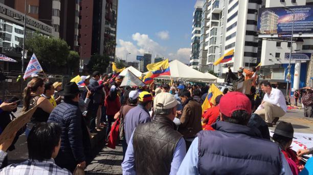La mañana de este martes, 20 de febrero de 2017, varias personas del oriente llegaron al CNE, en Quito. Foto: Eduardo Terán / EL COMERCIO