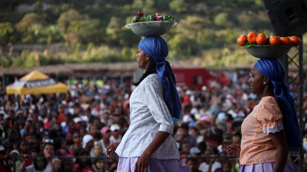El Carnaval afroecuatoriano de Coangue permite reconocer la riqueza ancestral de su gente. Se lo realiza en las riveras del río Chota, junto a la comunidad. Foto: EL COMERCIO