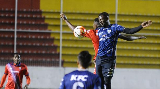 En el estadio Gonzalo Pozo Ripalda, sur de Quito, El Nacional se enfrenta a Independiente del Valle en un partido diferido por la primera fecha del Campeonato ecuatoriano