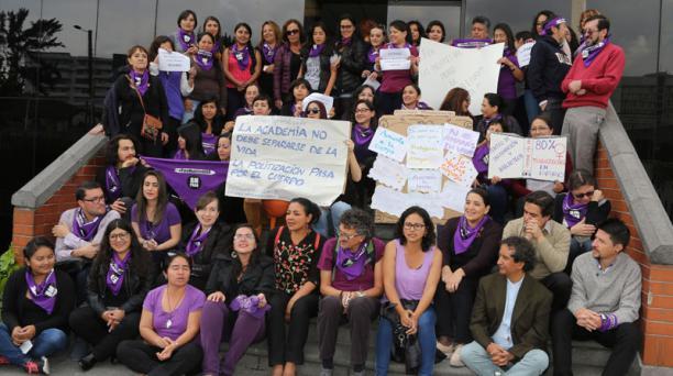 En ese centro de educación superior, las mujeres organizaron varias actividades desde la mañana de este miércoles.