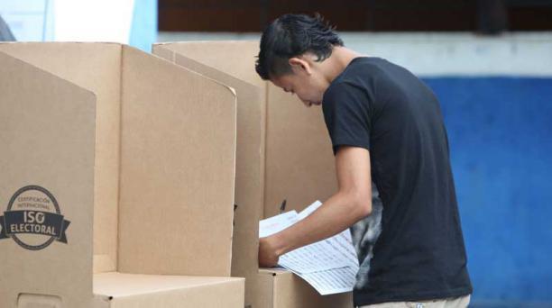 Juan Carlos pÉREZ, archivo / EL COMERCIO Este es uno de los adolescentes que ejerció su derecho al voto en Quinindé (Esmeraldas), el 19 de febrero.