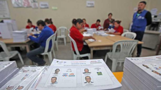 Presentación de papeletas para la segunda vuelta electoral del 2 de abril del 2017. Foto: Julio Estrella/ EL COMERCIO