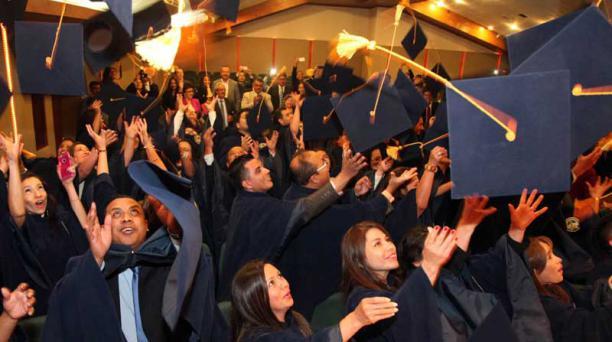 102 alumnos que estudiaron a distancia en la Universidad Tecnológica Equinoccial se graduaron la semana pasada. Foto: Paúl Rivas / EL COMERCIO