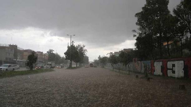 San Carlos, en el norte de Quito, también resultó afectado por la lluvia del 25 de marzo. Foto: Alfredo Lagla / EL COMERCIO