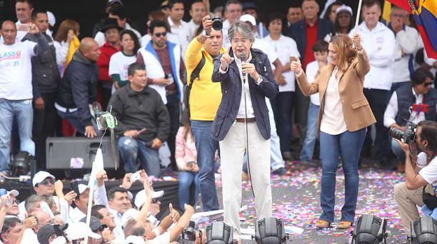 El candidato Guillermo Lasso participó este domingo 26 de marzo en una caravana hasta la Tribuna de Los Shyris, en Quito. Foto: Diego Pallero / EL COMERCIO