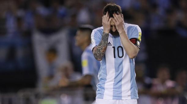 Fotografía del 23 de marzo de 2017 del jugador de la selección argentina de fútbol Lionel Messi durante el partido de clasificación para el Mundial de Rusia 2018 disputado contra Chile en el estadio Monumental de Buenos Aires (Argentina). EFE