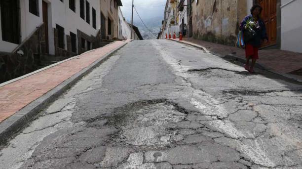 FOTOS: Alfredo LAgla/ el comercio Los baches son motivo de preocupación, como en la Manabí y Cuenca