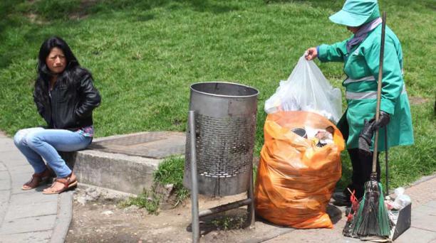 Los recolectores son los encargados de llevar un registro de estos basureros. Foto: Julio Estrella/EL COMERCIO