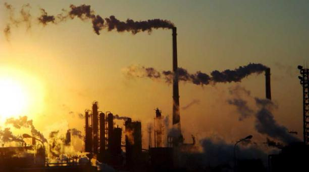 El acuerdo de París surgió con el objetivo de que los países miembros limiten sus emisiones de gases de efecto invernadero. Foto: EFE