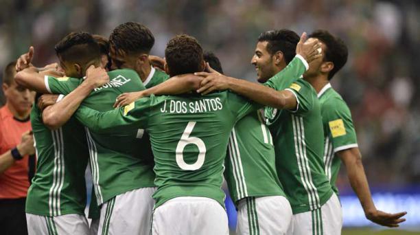 Jugadores de México festejan un gol en el cotejo ante Honduras por las eliminatorias el 8 de junio del 2017. Foto:  Pedro Pardo/ AFP