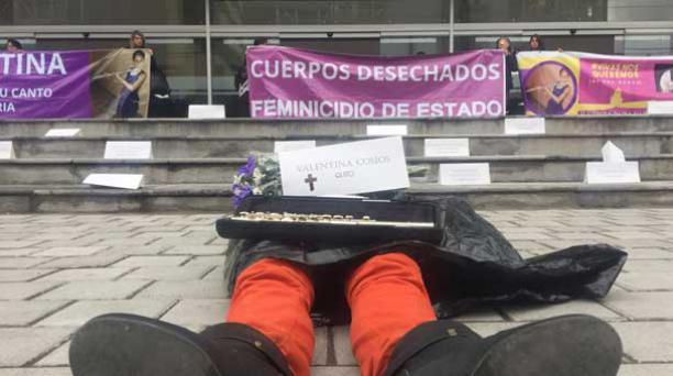 En las afueras del Complejo Judicial del Norte se realizó hoy, 21 de junio de 2017, una plantón por las víctimas del femicidio. Foto: Paúl Rivas/ EL COMERCIO.