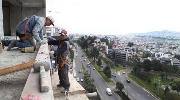 El volumen de construcción en los primeros cinco  meses del 2017 decreció, según un estudio del BCE. Foto: Archivo/EL COMERCIO