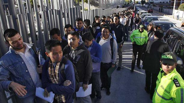 El domingo pasado se desarrolló el Examen de Acreditación Profesional.  La foto fue captada en Quito. Foto: Patricio Terán / EL COMERCIO