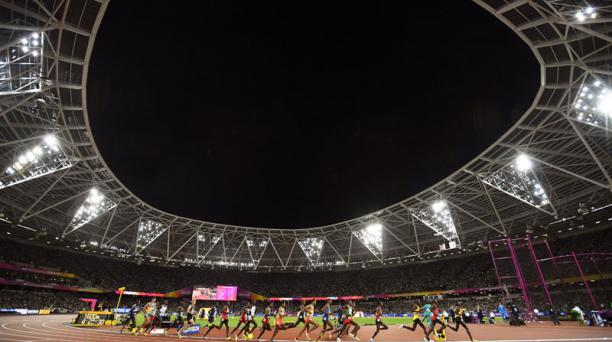 Imagen del Estadio Olímpico de Londres durante la competencia de los 10 000 metros planos en el Mundial de Atletismo