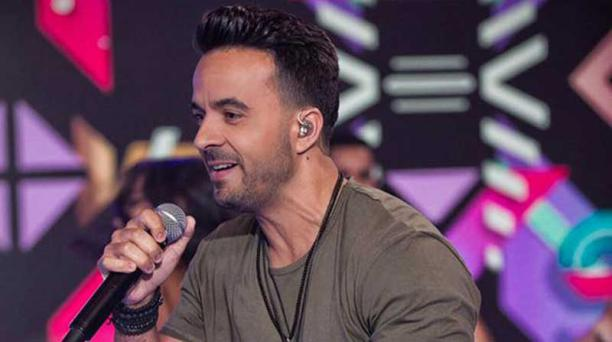 l éxito de Despacito llegó a empatar recientemente con La Macarena (1996), del dúo español Los del Río, al cumplir 14 semanas en la primera posición en la lista Hot 100 de Billboard.