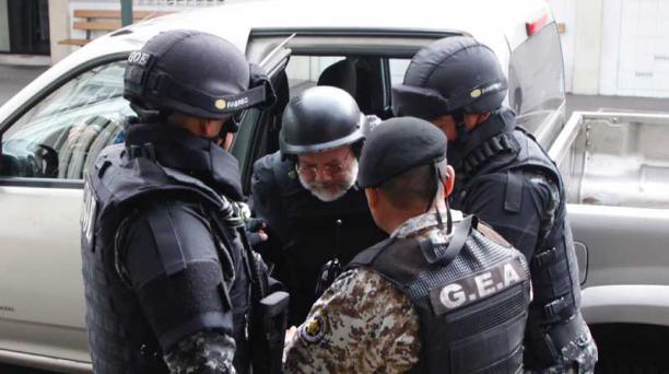 PAtricio Teràn / El Comercio Carlos Pareja Yannuzzelli llegó a la Fiscalía, a las 08:15 de ayer, con custodia policial.
