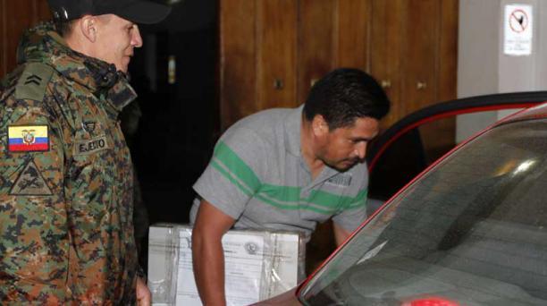 La noche del viernes, peritos se llevaron de la Presidencia de la República evidencias relacionadas con la denuncia. Foto: Eduardo Terán / EL COMERCIO
