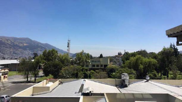 Foto desde el barrio San Bartolo, en el sur de Quito, a las 10:43.
