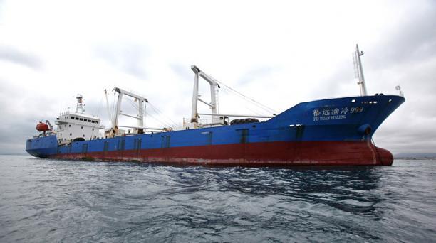 El barco Fu Yuan Yu Leng 999 está a una milla y media del puerto de Manta desde la noche del 2 de octubre de 2017. Foto:Juan Carlos Pérez / EL COMERCIO