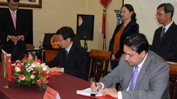 El exministro Fausto Herrera firmó un crédito con CDB, atado a la venta de crudo. Foto: Cortesía Ministerio de Finanzas
