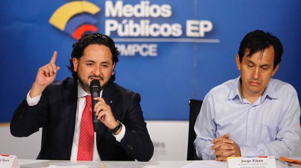 Andrés Michelena (izquierda), gerente de los Medios Públicos, y Jorge Albán, presidente de comité de empresa de los empleados de Gamavisión. Foto:Patricio Terán / EL COMERCIO