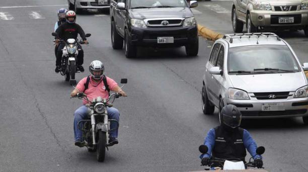 La ordenanza prohíbe la circulación de dos hombre en moto, en Guayaquil. Foto: Mario Faustos / EL COMERCIO