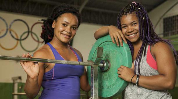 Neisi Dajomes, izquierda, y su hermana Angie Palacios, competirán desde este sábado en los Juegos Panamericanos de Santa Marta, Colombia. Foto: Enrique Pesantes/ EL COMERCIO