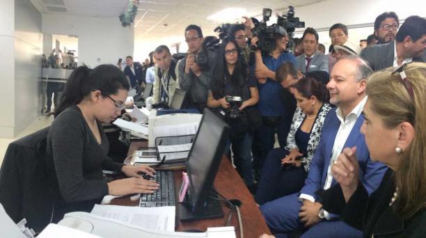 El lunes en horas de la mañana, Espinosa, impugnó ante el Tribunal Contencioso Administrativo la Resolución Administrativa, emitida por la Contraloría. Foto: Vicente Costales / EL COMERCIO
