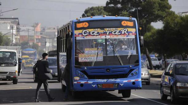 Si el Concejo Metropolitano aprueba la propuesta, a través de una resolución que requiere de un solo debate, recibirán ese dinero únicamente 2 162 de los 3 333 buses que prestan servicio en Quito. Foto: Archivo / EL COMERCIO