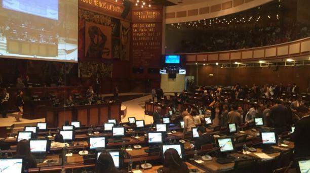 Este 6 de enero del 2018 se elegirá a la Vicepresidente de la República. Los asambleístas están llegando a la sesión 493 del Pleno de la Asamblea Nacional. Foto: Paul Rivas / EL COMERCIO