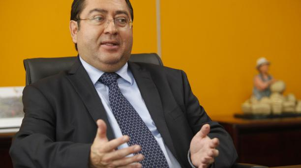 En una carta, el ministro de Finanzas, Carlos de la Torre, dijo que se realizó un traslado temporal de USD 300 millones de la cuenta específica del Presupuesto General para la construcción y reconstrucción de las zonas afectadas por el terremoto a la Cuen
