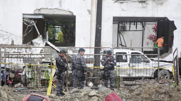 Un atentado con carro bomba fue perpetrado el sábado 27 de enero del 2018, en San Lorenzo, en Esmeraldas. El ataque dejó sin vivienda a las familias que habitaban en ese sector. Foto: Paúl Rivas/ EL COMERCIO