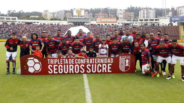 Deportivo Quito en el estadio Atahualpa antes del inicio del partido ante Aucas, el 11 de febrero del 2018. Foto: API