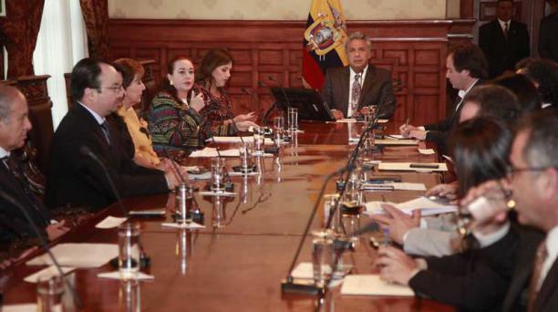 El presidente Lenín Moreno se reunió con todos los poderes del Estado y Ministerios importantes luego de la consulta popular. Foto: Paúl Rivas / EL COMERCIO