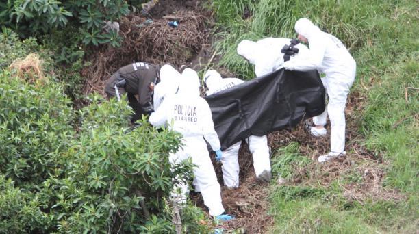 El mayor de Policía Francisco Hernández, de la Dinased, confirmó que la víctima es una estudiante de medicina. Foto: Eduardo Terán / EL COMERCIO