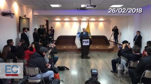 Fiscal Carlos Baca presenta una grabación de supuestas voces entre José Serrano y Carlos Pólit. Captura