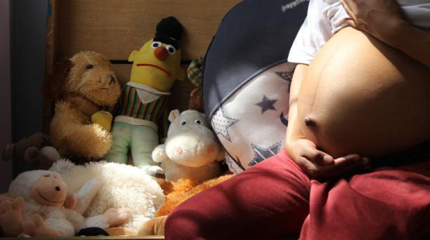 Unos dos millones de niños nacen anualmente de madres adolescentes, según el estudio, que destaca que el embarazo en menores de 20 años está asociado a un mayor riesgo de muerte materna y a más posibilidades de problemas de salud en los hijos. Foto: Archi