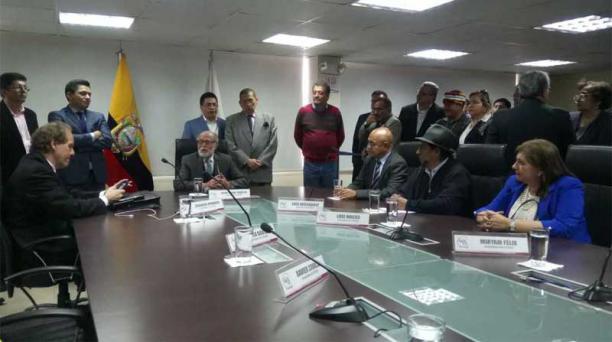Cinco miembros del Consejo Transitorio se reunieron con Raquel González, presidente saliente del organismo. Foto: EL COMERCIO