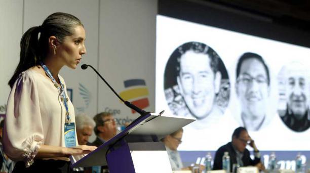 La periodista Gabriela Vivanco leyó el informe sobre libertad de prensa del Ecuador, el sábado. Fotos: Luis Eduardo Noriega / EFE