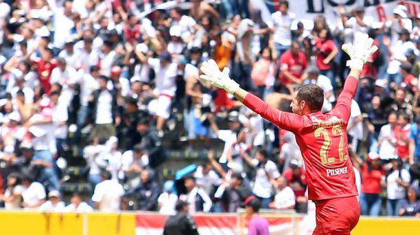 Adrián Gabbarini, golero de LDU, figura de LDU gracias a sus tres penales atajados en esta temporada. Foto: EL COMERCIO
