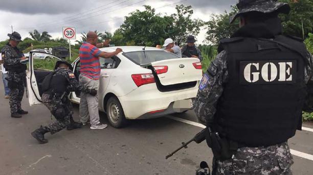 En la vía a Mataje, la Policía y las FF.AA. realizan controles. Foto:  Archivo / EL COMERCIO