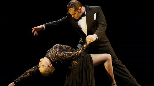 Seis parejas de baile danzarán con la voz de Concha Buika. Foto:Cortesía: Forever Tango