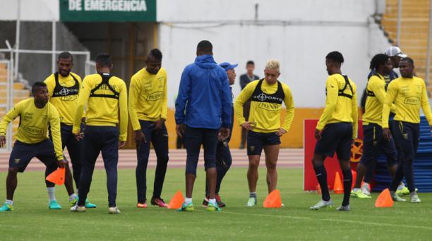 La Selección ecuatoriana de fútbol busca un nuevo entrenado para su siguiente proceso mundialista tras quedar eliminada de Rusia 2018