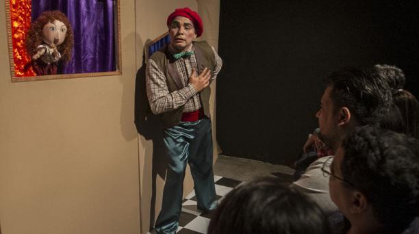 Una comedia de títeres y actores de Teatro Ensayo Gestus, en una sala del Microteatro Guayaquil. Fotos: Enrique Pesantes / EL COMERCIO.