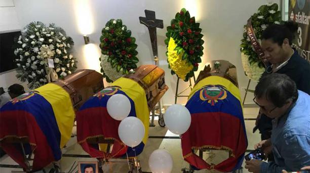Javier Ortega, Paúl Rivas y Efraín Segarra recibieron el primer adiós en la ciudad colombiana de Cali. Foto: EL COMERCIO
