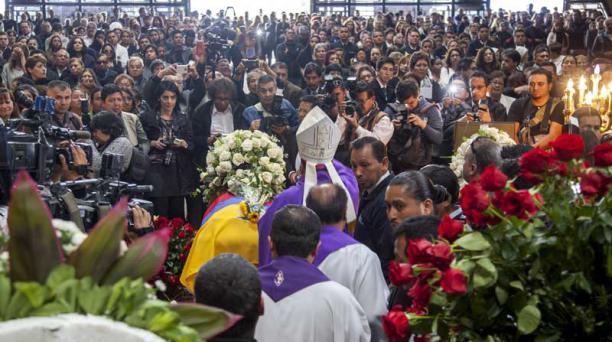 Eugenio Arellano, presidente de la Conferencia Episcopal del Ecuador y obispo de Esmeraldas, encabezó la ceremonia religiosa. Foto: Armando Prado / EL COMERCIO