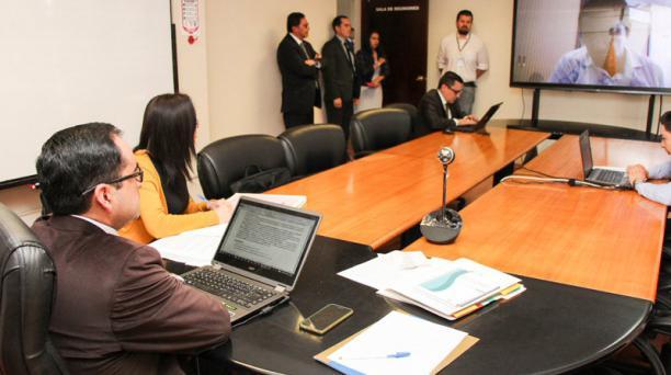La Fiscalía informó que debido a inasistencia del expresidente Rafael Correa, se declararon diligencias fallidas a las tomas de versiones, vía telemática desde el Consulado de Ecuador en Bruselas, Bélgica. Foto: Twitter Fiscalía General del Estado