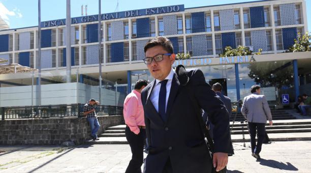 El abogado Luis Molina dijo ayer en la Fiscalía que Correa no ampliaría su versión. Foto: Vicente Costales / EL COMERCIO